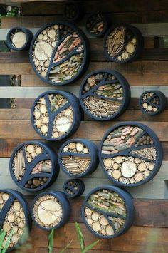 Verwenden Sie alte Reifen als künstlerisches Insektenhotel im Garten. Tire Furniture, Recycled Furniture, Garden Furniture, Outdoor Projects, Garden Projects, Wood Projects, Garden Ideas, Insect Hotel, Bug Hotel