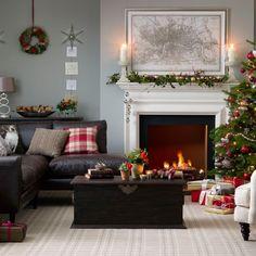 Looking for Christmas living room decorating ideas? Take a look at this timeless living room from Ideal Home for inspiration. For more living room ideas, visit our living room galleries Christmas Interiors, Christmas Living Rooms, Christmas Home, Simple Christmas, Brown Leather Sofa Living Room, Living Room Grey, Living Room Decor, Brown Sofa Grey Walls, Brown Sofas
