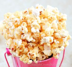 Almost instant healthy caramel popcorn that is salty and sweet and just plain good. http://chocolatecoveredkatie.com/2013/02/01/healthy-caramel-popcorn/ #vegan #popcorn