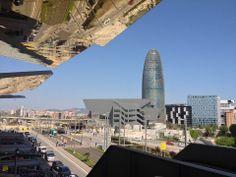 """MERCADO DE LOS ENCANTES. BARCELONA. El nuevo mercado """"Encants Barcelona"""" está ubicado en el antiguo Bosquet dels Encants, en el cruce de la avenida Meridiana con la calle de Castillejos, en el distrito del Eixample, y tiene una superficie total de 33.306 m2. El proyecto para el nuevo Mercado Fira de Bellcaire contempla un diseño donde la actividad comercial se realizará bajo cobijo y protegida del sol, bajo una gran cubierta, pero conservando la sensación de compra al aire libre."""