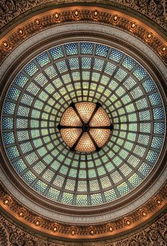 World's largest Tiffany stained-glass dome, Preston Bradley Hall at Chicago Cultural Center - Illinois (USA) Tiffany Stained Glass, Tiffany Glass, Stained Glass Art, Stained Glass Windows, Mosaic Glass, Beautiful Architecture, Architecture Details, Landscape Architecture, Preston
