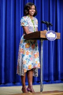 First Lady of The United States, Michelle Obama wearing Duro Olowu at the Screening of The Powerbroker: Whitney Young's Fight for Civil Rights event in Washington D. Michelle Obama Flotus, Michelle Obama Fashion, Barack And Michelle, Duro Olowu, American First Ladies, American Women, American History, Native American, Barack Obama Family