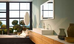 Serie Crono | burgbad | Badmöbel Bambus | Unterputz Spiegelschrank mit umlaufender LED Beleuchtung | design: nexus product design