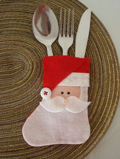 Christmas decorations: 20 cutlery and door ideas with seamless felt! Christmas Crafts For Kids To Make, Christmas Sewing, Christmas Projects, Winter Christmas, Felt Crafts, Holiday Crafts, Paper Christmas Decorations, Felt Christmas Ornaments, Fleece Crafts