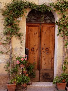 This Ivy House - abriendo-puertas: Flowered Tuscan Door. Old Doors, Windows And Doors, Entry Doors, Front Doors, Door Entryway, Arched Windows, Front Entry, Under The Tuscan Sun, Tuscan House