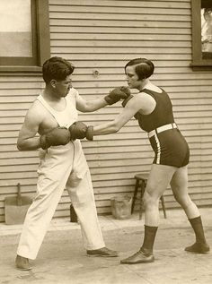 The woman lightweight world champion boxing Louise Adler training with the prize fighter Joe Rivers for the match in which she will defend her title, United States 1926. Nationaal Archief via Flickr.