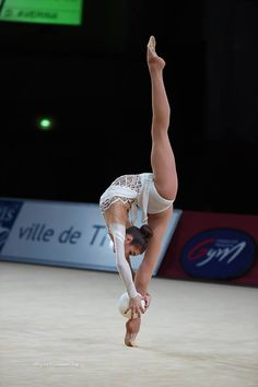 Viktoria Mazur (Ukraine), Grand Prix (Thiais) 2016 Rhythmic Gymnastics Training, Gymnastics Flexibility, Sport Gymnastics, Olympic Gymnastics, Gymnastics Workout, Flexibility Workout, Amazing Gymnastics, Gymnastics Photography, Gymnastics Pictures