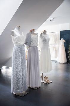 Boho Hochzeitskleider, zweiteilig, mit Spitzentop und Tüllrock. All Fashion, One Shoulder Wedding Dress, Curvy, Bohemian, Street Style, Wedding Dresses, Inspiration, Flower, Woman