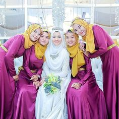 from - Gorgeous bride & bridesmaids! Love this photo by from Malaysia . by muslimbridesmaids Muslimah Wedding Dress, Hijab Wedding Dresses, Dream Wedding Dresses, Designer Wedding Dresses, Bridesmaid Dresses, Bridal Dresses, Bridal Hijab, Hijab Bride, Malay Wedding
