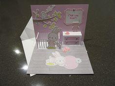 Pour annoncer la sexe de bébé on a voulu tester de faire une carte popup de naissance pour offrir à nos parents. La silhouette caméo nous a été bien utile !