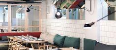 Ikra es el nuevo restaurante to be en BCN. Bueno, bonito y barato:    http://good2b.es/index.php/es/eixample/item/3151-ikra