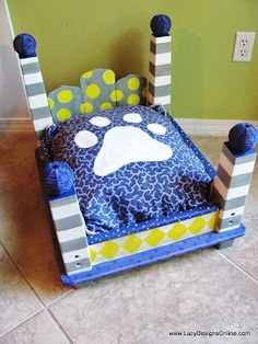 doggy bed made from an end table. how freakin' cute is this?! Going to Goodwill tomorrow to look for an old coffee table, my boy is big:) It can be a late Easter present for him lol but for real :)