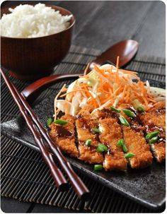 Tonkatsu porc pané a la japonaise - Lunita バーバラ - - Tonkatsu porc pané a la japonaise Tonkatsu porc pané a la japonaise Veggie Recipes, Asian Recipes, Healthy Recipes, Asian Street Food, Tonkatsu, Good Food, Yummy Food, Asian Cooking, Korean Food