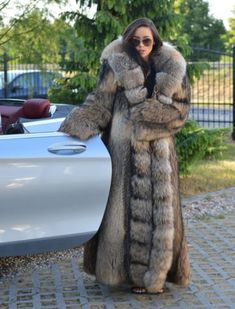 A Complete Guide to Choosing The Perfect Coat That Complements Your Taste This Season - Best Fashion Tips Chinchilla, Lynx, Winter Coats Women, Coats For Women, Long Fur Coat, Fur Coats, Fabulous Furs, Fur Fashion, Fox Fur
