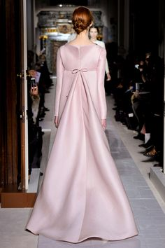 Valentino Spring 2013 Couture Collection - Fashion on TheCut Pink Fashion, Modest Fashion, Fashion Show, Fashion Dresses, Womens Fashion, Fashion Design, Elegant Dresses, Beautiful Dresses, Mode Rose
