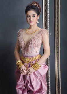 Thai Traditional Dress, Traditional Wedding Dresses, Traditional Outfits, Cambodian Wedding Dress, Khmer Wedding, Draped Dress, Dress Up, Drape Dress Pattern, Sexy Dresses