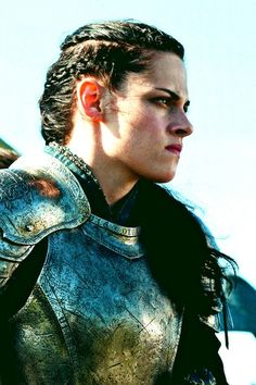 Kristen Stewart in Snow White and the Huntsman - Created with BeFunky Photo Editor Kristen Stewart Blond, Kristen Stewart Movies, Kirsten Stewart, Snow White Huntsman, Snowwhite And The Huntsman, Warrior Queen, Fantasy Warrior, Style Outfits, Foto Art