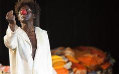 Aangrijpend, schokkend en sprookjesachtig tegelijk: de voorstelling 'Branden' van het Ro Theater.