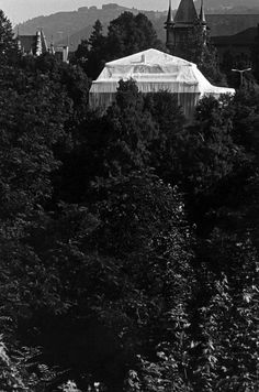 Christo and Jeanne-Claude Wrapped Kunsthalle, Bern, Switzerland, 1967-68