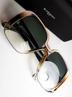 Stylish Sunglasses, Sunglasses Outlet, Cat Eye Sunglasses, Sunglasses Women, Sunnies, Fashion Eye Glasses, Glasses Outfit, Fendi, Sunglass Frames