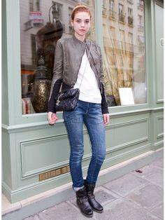 """チェーンバッグ。""""おおぶりなキルティングが可愛い「シャネル」のショルダー""""                                                                                                                                                                                 もっと見る Elle Fashion, Denim Fashion, Girl Fashion, Womens Fashion, Ladies Fashion, Short Boots Outfit, Estilo Jeans, Fasion, Autumn Winter Fashion"""