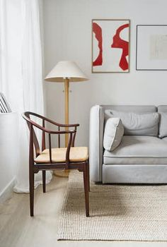 Stylish apartment of only 47 in Copenhagen with beautiful design funitures. Room Inspiration, Interior Inspiration, Ikea, Wishbone Chair, Wabi Sabi, Copenhagen, Accent Chairs, Beautiful, Interior Design