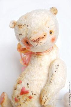 Валик - белый,нежный,нежно-розовый,медведь,сердечко,любимая игрушка,тедди мишка