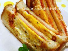 フライパンでハムチーズエッグホットサンドの画像