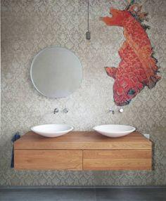 Der Koi und der Waschtisch: ausgefallene Badezimmer von Nadja Bach - Möbel & Mehr
