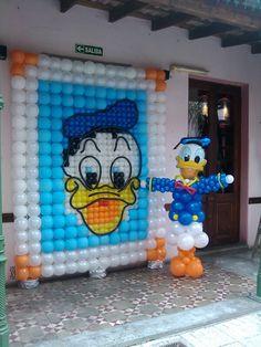 Pato Donald www.srglobo.com  1563971701  Ale Parra Ballon Decorations, Balloon Centerpieces, Party Decoration, Balloon Backdrop, Balloon Columns, Baloon Wall, Donald Duck Party, Minnie Mouse Balloons, Balloons And More