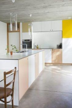 kasten in volkern. Kitchen Dining, Kitchen Cabinets, Mid Century Modern Kitchen, Kitchen Stories, Kitchenette, Interior Design Kitchen, Cool Kitchens, Interior Architecture, Sweet Home