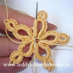Crochet tatting tutorials - this site is full of great tutorials for all handcrafts. Helpful pictures, but explanations in German - Salvabrani Needle Tatting Patterns, Crochet Stitches, Knitting Patterns, Crochet Patterns, Crochet Snowflake Pattern, Crochet Snowflakes, Tatting Jewelry, Tatting Lace, Irish Crochet