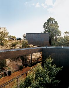 The Kingston House abuts a rock shelf upon which architects Aaron Roberts and Thomas Bailey once sat, dreaming up ideas for the design.