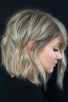 Beach Waves For Short Hair, How To Curl Short Hair, Beach Wave Hair, Mom Hairstyles, Medium Bob Hairstyles, Layered Hairstyles, Wedding Hairstyles, Wine Hair, Modern Haircuts