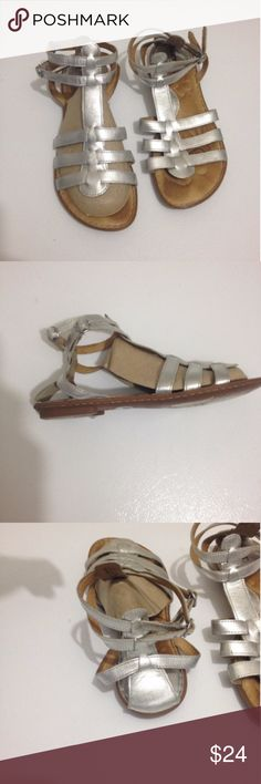 Born silver leather sandals Very nice comfortable born sandals in great condition. size 9, eur size 40.5. Born Shoes Sandals