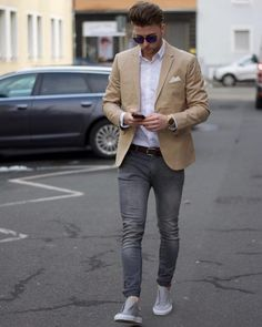 Life-Changing style tips for college men. tan blazer, white shirt, faded jeans, gray sneaker click image to view more.