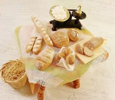 Miniature bakery / miniature bread / Miniature food / scale 1:12 / Doll's House miniatures / Dollhouse food / Roombox / miniature scene