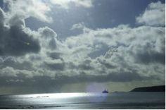 OVNI Hoje! » Objeto triangula incandescente é fotografado cruzando o céu de Mounts Bay, Reino Unido
