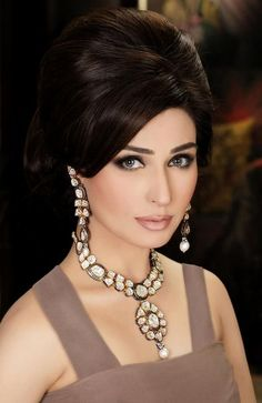 Beautiful Easy Hairstyles of Pakistani women Pakistani Makeup, Pakistani Bridal Jewelry, Pakistani Actress, Bridal Jewellery, Indian Bridal, Party Hairstyles, Bride Hairstyles, Hairstyles 2018, Gold Jewellery Design