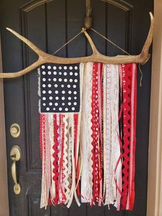 American flag Elk Anter ribbon flag of July This is an American flag on a naturally shed Rocky Mountain Elk Antler. Use indoors or on your front door American Flag Crafts, American Flag Wall Art, American Flag Painting, Wooden American Flag, American Flag Clothing, American Quilt, Fourth Of July Decor, 4th Of July Decorations, July 4th