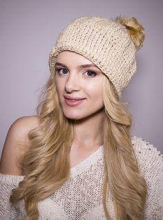 Idealne rozwiązanie na zimę. Ciepła czapeczka wykonana z wełny ,przyjemna w dotyku.  Mięciutka,nie gryzie.  Pozwała skórze oddychać. •Rozmiar: uniwersalny •Materiał: 100% wełna z...