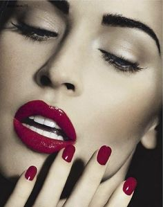Megan Fox - Love this #lipstick and #nailpolish colour