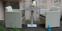 Kompaktný ratanový balkónový set Palermo zo stola a dvoch elegantných kresiel s…