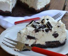 Εύκολη τούρτα παγωτό Oreo με 3 υλικά!   ediva.gr Some Recipe, Sweet Recipes, Oreo, Cravings, Food To Make, Waffles, Cheesecake, Deserts, Ice Cream