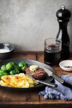 Sisäfileepihvit ja valkosipuli-persiljavoi | K-ruoka #lihareseptit