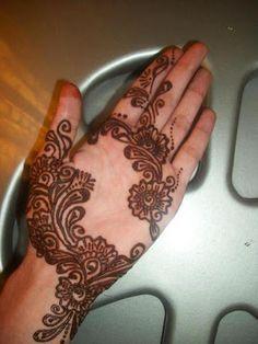 Latest-Mehndi-Designs-For-Eid-2013-00201.jpg (300×400)