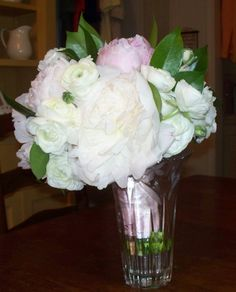 I love this white and pink peonies brides bouquet!