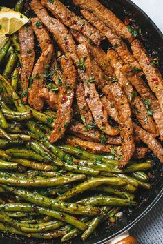 Garlic Butter Steak and Lemon Green Beans Skillet - So addicting! The flavor combination of this quick and easy one pan dinner is spot on! food dinner Garlic Butter Steak and Lemon Green Beans Skillet Steak And Green Beans, Lemon Green Beans, Paleo Green Beans, Beef And Green Beans Recipe, Meal Prep Green Beans, Sausage And Green Beans, Chicken Green Beans, Roasted Green Beans, Beef Recipes