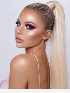 21 Stunning Makeup Looks for Green Eyes Beauty Make-up, Beauty Hacks, Hair Beauty, Beauty Style, Prom Makeup, Eye Makeup, Hair Makeup, Beauté Blonde, Belle Silhouette