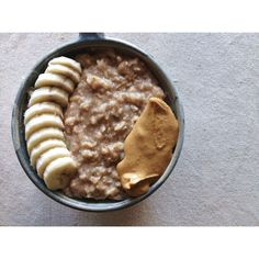 Help. I've died and gone to heaven.  This bowl of oats was wonderful. Cooked on the stove (never ever going back to death rays) with egg whites and cinnamon and banana. Topped with more banana and peanut butter. My whole body is sore from TRX so I'm going to Yogalates soon and callin' it a day workout-wise ✌️ #Padgram